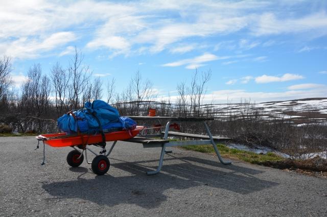 0085 Bakkene opp fra Olderfjorden. Kjerra mangler støtte