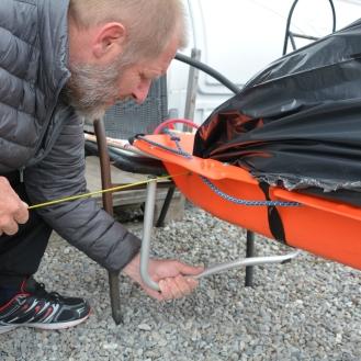 0086 Einar i Skaidi lager støtte til kjerra