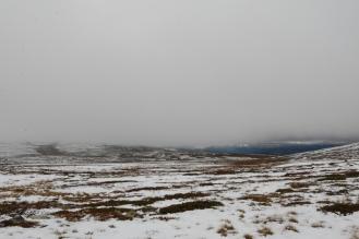 Dagen etter. Heldigvis løyet vinden på morgenkvisten, og snøen var ikke blitt dypere i løpet av natta, så det gikk an å komme seg ned fra fjellet.