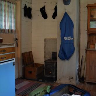 Campinghytta på Grannes, hvor jeg får bo for 50 kroner! Godt å komme inn og tørke klær og utstyr.