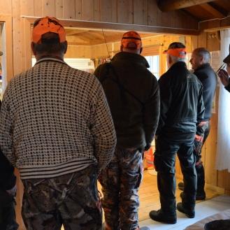 Elgjegere innom Holsbru kafe på Vestfjellet