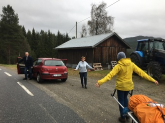 Mor og far møtte oss i Åmot. Vi kjørte opp til Haukeliseter hvor vi overnattet. Neste dag kjørte de meg tilbake til Åmot igjen, mens Katrine reiste hjem til Danmark.