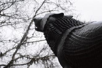 En av de mange skulpturene til Anne Grimdalen som står på Grimdalstunet