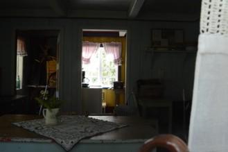 Jeg kikker inn gjennom vinduet til trønderlåna